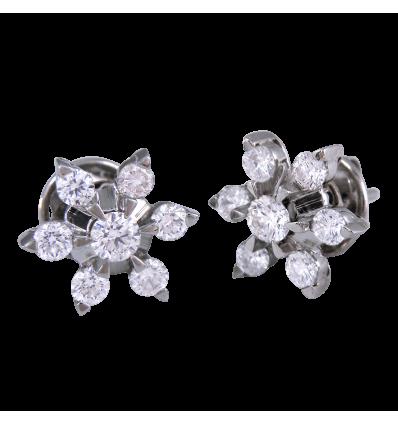 ,Pendiente en oro blanco modelo rosetón en forma de estrella,,,, con diamantes talla brillante. Cierre presión,,,