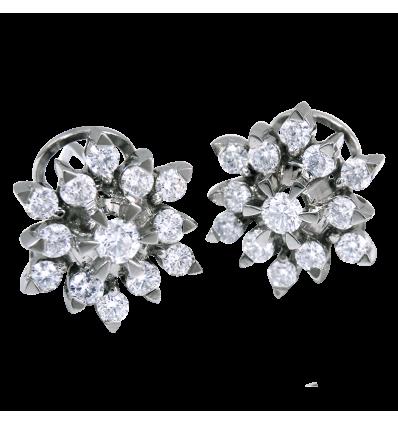 ,Pendientes en oro blanco modelo rosetón,,,, con diamantes blancos talla brillante. Cierre omega,,,