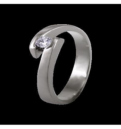 Solitario de diseño en oro blanco con diamante talla brillante