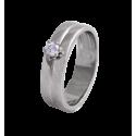 Solitario en oro blanco con diamante central talla brillante, doble brazo plano