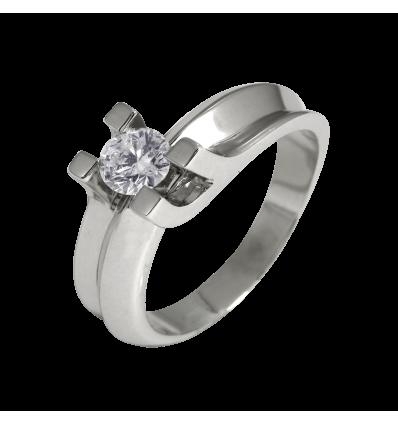 Solitario en oro blanco con diamante central talla brillante, brazo en gallón