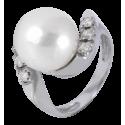 Anillo en oro blanco con diamantes blancos talla brillante y perla Australiana esférica, brazo girado