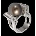 Anillo de la Colección Nunet en oro blanco con diamantes blancos talla brillante y perla tahití