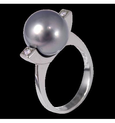 Anillo en oro blanco de la Colección Nunet con diamantes blancos talla brillante y perla Tahití esférica