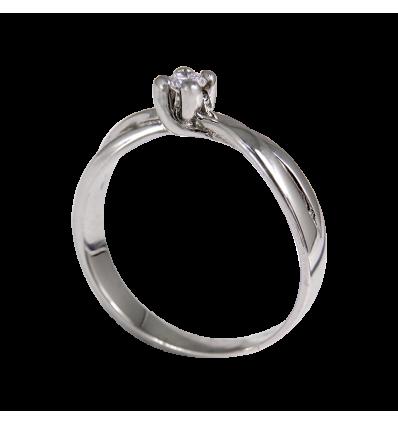 ,Solitario en oro blanco con diamante central talla brillante,, brazo cruzado,